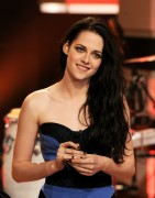 Кристен Стюарт, фото 7079. Kristen Stewart Appears on 'The Tonight Show' - November 3, 2011, foto 7079