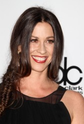 Alanis Morissette @ 39th Annual American Music Awards in LA November 20, 2011 HQ x 5