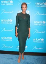 Ума Турман, фото 1107. Uma Thurman - 2011 UNICEF Snowflake ball in NYC, november 29, foto 1107
