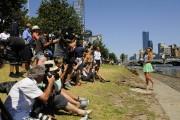 Виктория Азаренко, фото 192. Victoria Azarenka Posing with the Australian Open Trophy along the Yarra River in Melbourne - 29.01.2012, foto 192