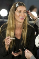 Жизель Бундхен, фото 2307. Gisele Bundchen prepares backstage at the Alexander Wang Fall 2012, february 11, foto 2307