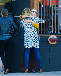 Дианна Агрон, фото 1168. Dianna Agron grabs a late lunch at Cafe Gratitude with Carey Mulligan (Feb. 19), foto 1168