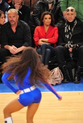 Ева Лонгориа, фото 10281. Eva Longoria at the Dallas Mavericks vs New York Knicks game at Madison Square Garden in New York City, february 19, foto 10281