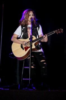 Деми Ловато, фото 3506. Demi Lovato Performing in Plant City FL 3/2/12, foto 3506
