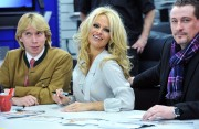 Памела Андерсон, фото 4983. Pamela Anderson signs autographs at Lugner City in Vienna, Austria, March 5, foto 4983