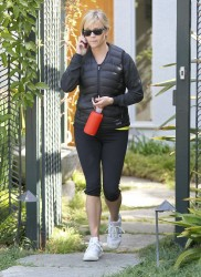 Риз Уизерспун, фото 4917. Reese Witherspoon - leaves a friend's house in Brentwood, March 7, foto 4917