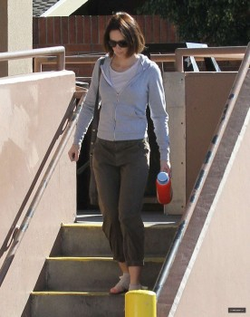 Emily Blunt - Candids Out in West Hollywood | April 01, 2012 | 7x MQ
